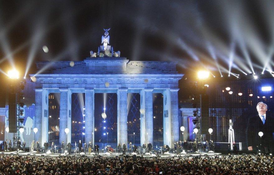 """Berlyno sienos griuvimo 25-ečio kulminacija: fejerverkai ir meno projektas """"Šviesos siena""""  2014 m. lapkričio 09 d."""