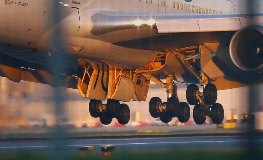 """Lainerio """"Virgin Atlantic"""" avarinis nusileidimas Gatviko oro uoste  2014 m. gruodžio 29 d."""