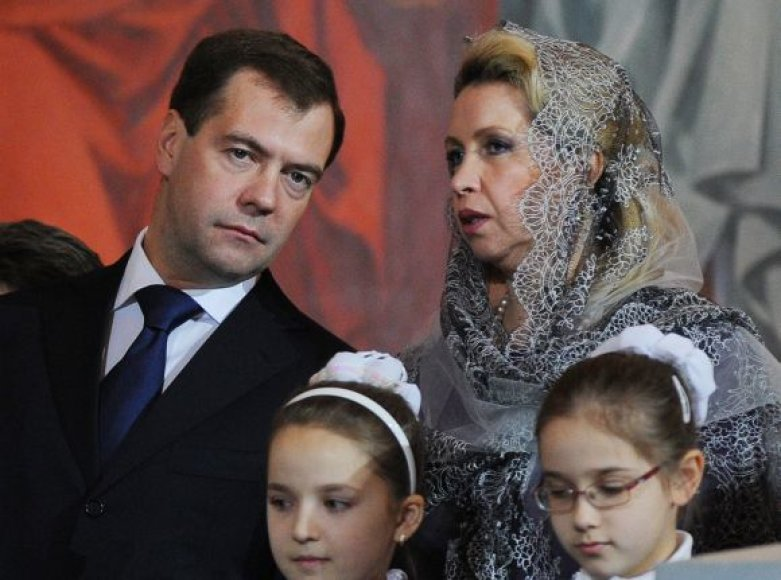 Dmitrijus ir Svetlana Medvedevai padovanojo Maskvos ir visos Rusijos patriarchui Kirilui ikoną