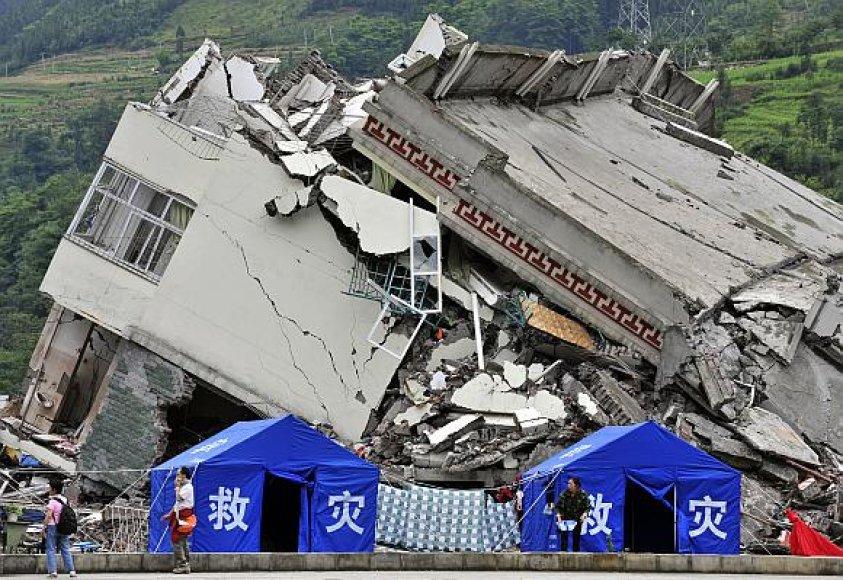 Galingas žemės drebėjimas Kinijoje nusinešė 69 tūkst. gyvybių.