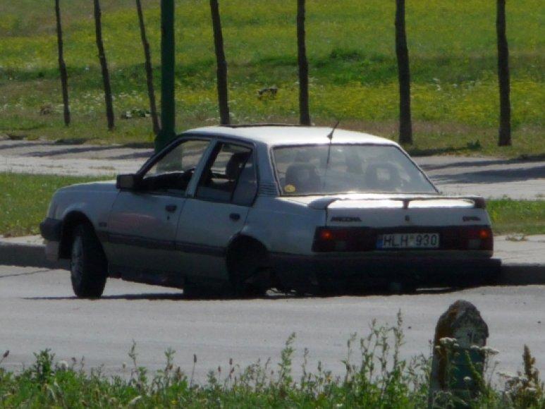 """""""Opel Ascona"""" pametė galinį tiltą"""