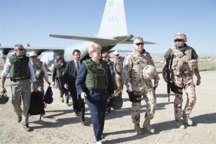 Dalia Grybauskaitė su Lietuvos kariais.