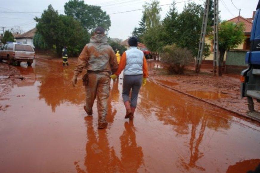 Savanoriai gelbėtojai nelaimės zonoje