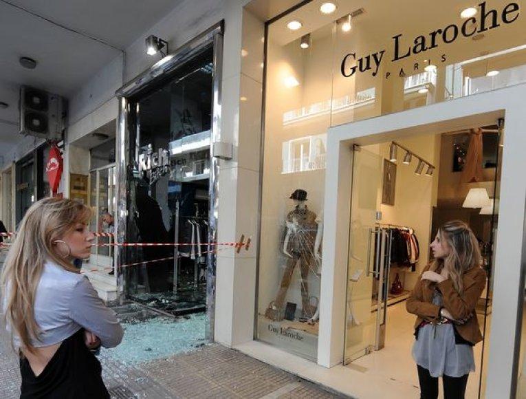 Išdaužytos parduotuvės Atėnuose