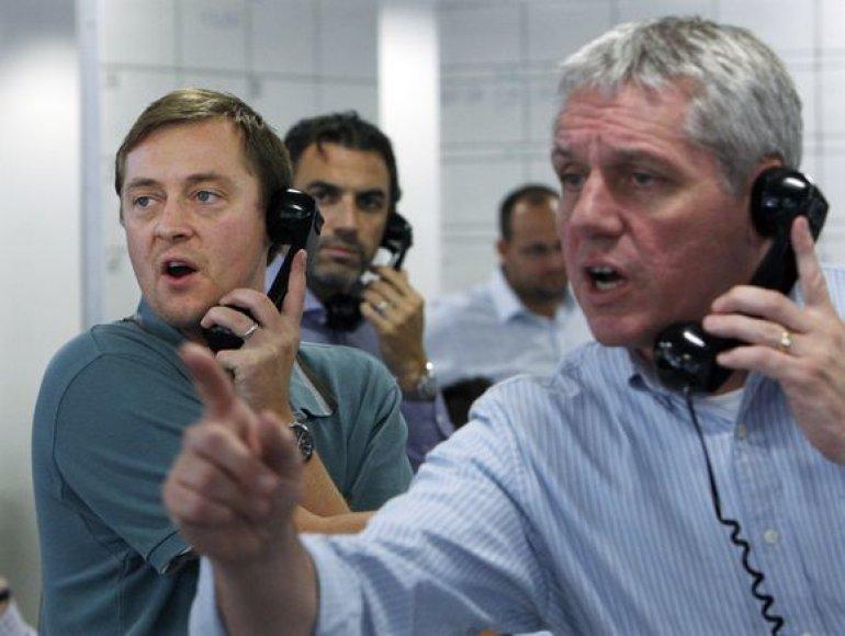 Londono biržoje makleriai augina telefoninių pokalbių sąskaitas.