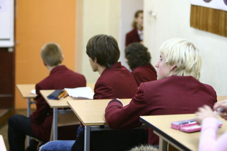 Siuvykloms pritrūkus audinių, kai kurie Kauno moksleiviai mokslo metus pradės be mokyklinės uniformos.