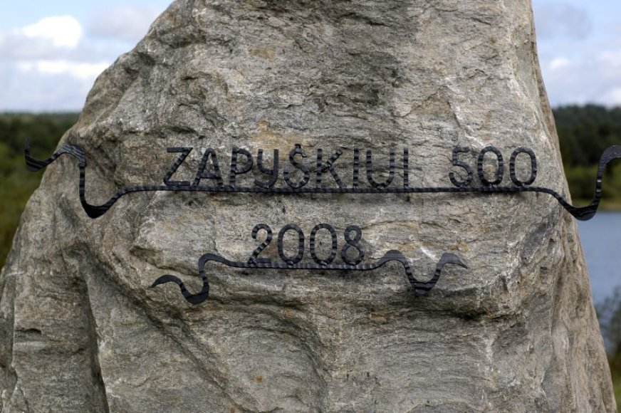 Visą šeštadienį zapyškėnai šventė miestelio jubiliejų. Garbingą sukaktį primins paminklinis akmuo, įkurdintas netoli priplaukos.