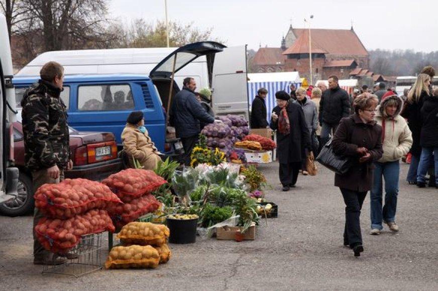 Ūkininkų turguje savo derliumi ir gaminiais prekiauja ūkininkai iš visos Lietuvos. Daugiausia – iš Kauno apskrities.