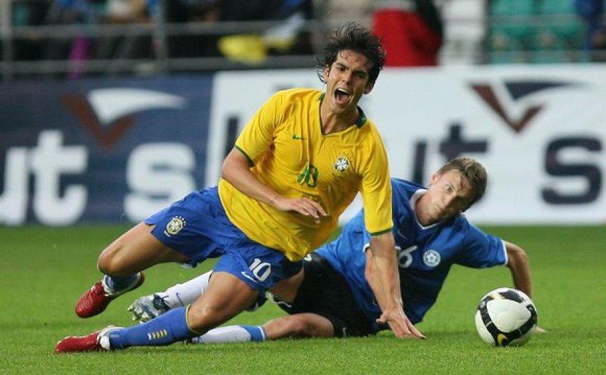 Brazilų žvaigždė Kaka skundėsi šiurkščiu žaidimu
