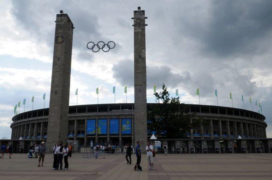 Stadione ir šalia jo