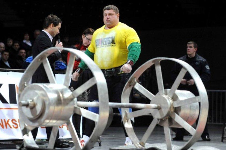 Savickas iškėlė 212,5 kg svorį ir pagerino sau pačiam priklausiusį šios rungties rekordą (202,5 kg).