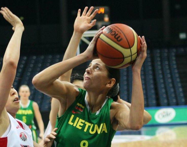 Lietuvos krepšininkės žaidžia su japonėmis