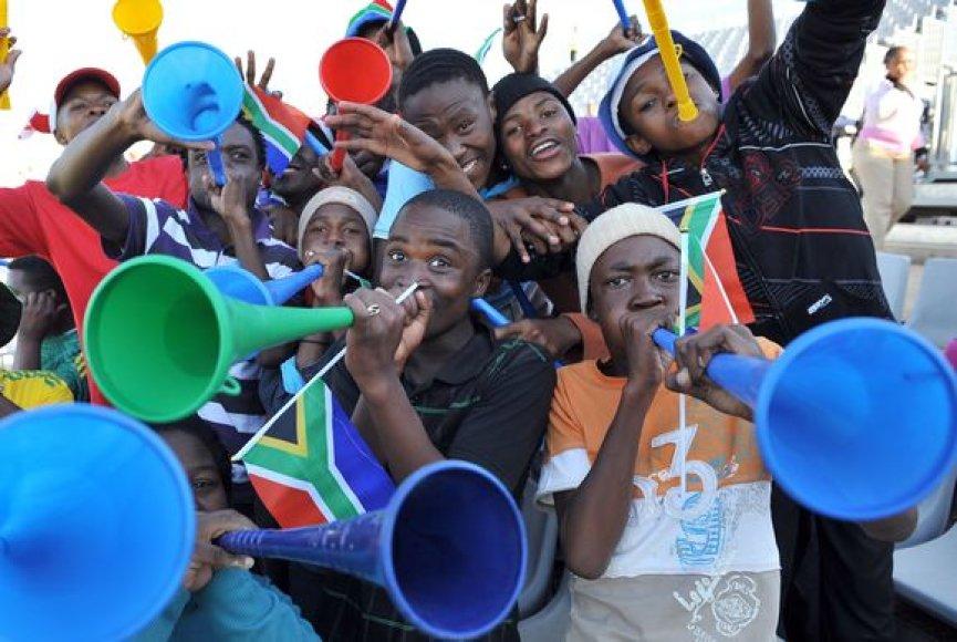 Vuvuzela dūdos kelia pragarišką triukšmą stadionuose