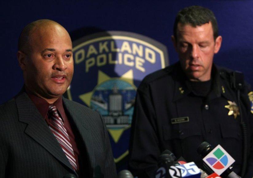 Ouklando (JAV) policijos vadovai gedi savo kolegų.