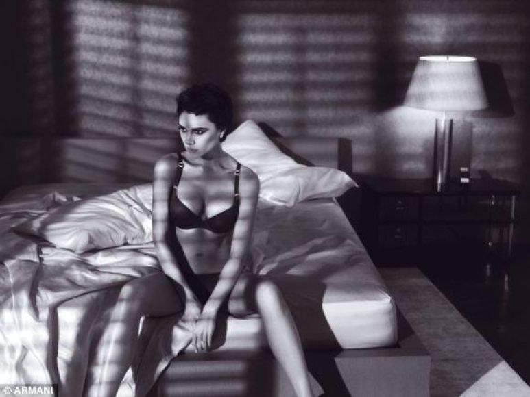 """Šios nuotraukos yra iš pirmosios V.Beckham fotosesijos, jų bus ir daugiau, nes stileiva su """"Giorgio Armani"""" pasirašė trejų metų sutartį."""