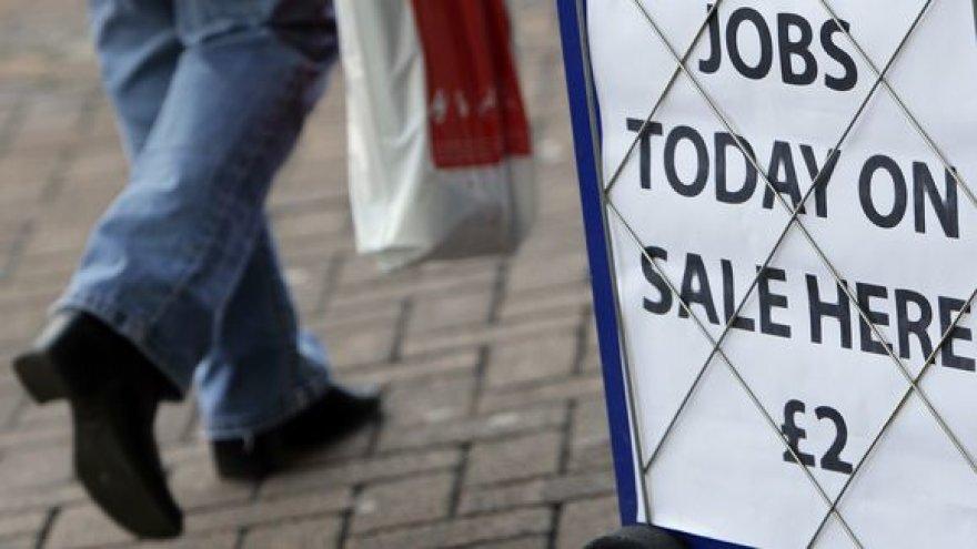 Angliją slegia ekonominė krizė.