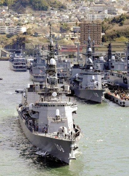 Japonų karo laivai šeštadienį išplaukia iš uosto į Indijos vandenyną kovoti su piratais prie Somalio krantų.