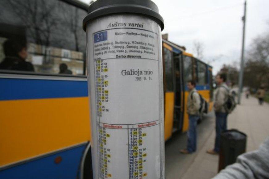 Apkarpę maršrutus transportininkai tikisi miestui per metus sutaupyti apie 3-5 mln. Lt. Šiuo metu savivaldybė autobusų ir troleibusų parkams skolinga apie 40 mln. Lt.