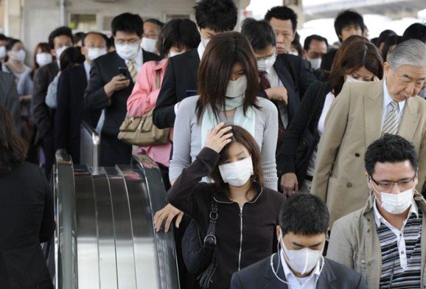 Japonijoje pirmadienį buvo uždaryta daugiau nei tūkstantis mokyklų, kai šalyje patvirtintų užsikrėtimo kiaulių gripu atvejų pagausėjo iki 129.