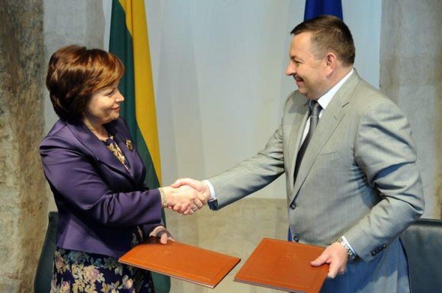 Krašto apsaugos ministrė R.Juknevičienė ir Vilniaus miesto meras V.Navickas.
