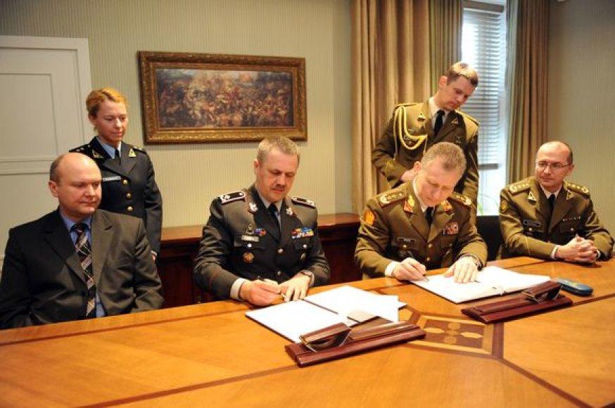 Lietuvos kariuomenė ir Vadovybės apsaugos departamentas prie Vidaus reikalų ministerijos bendradarbiaus keisdamiesi žiniomis, patirtimi ir resursais savo veiklos srityse.