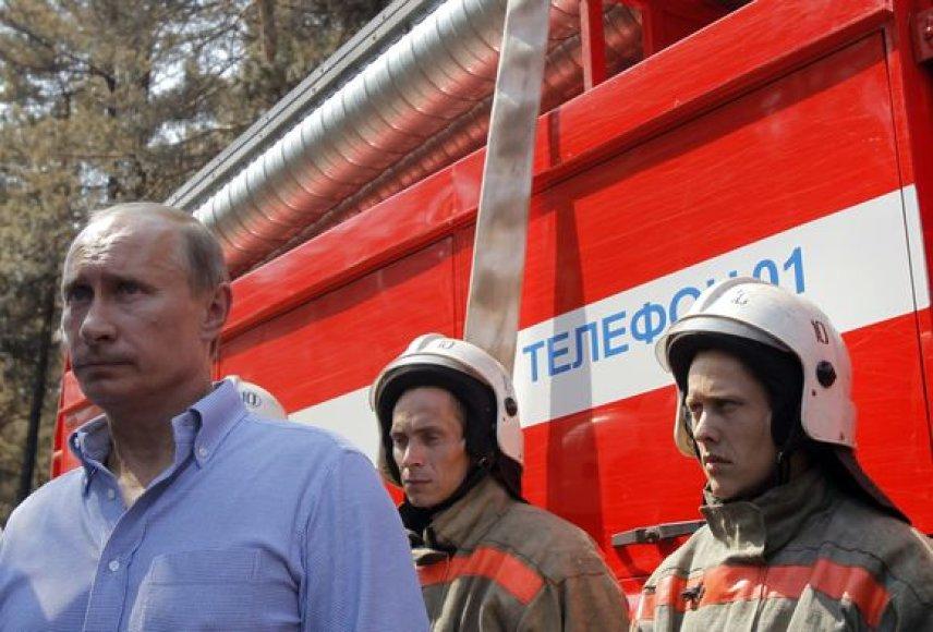 Rusijos premjeras Riazanės srityje gesino gaisrus kaip lėktuvo Be-200 antrasis lakūnas.