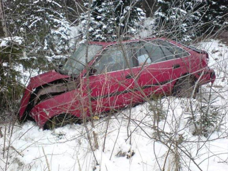 Mašina nuo kelio nuskriedo apie 65 metrus.