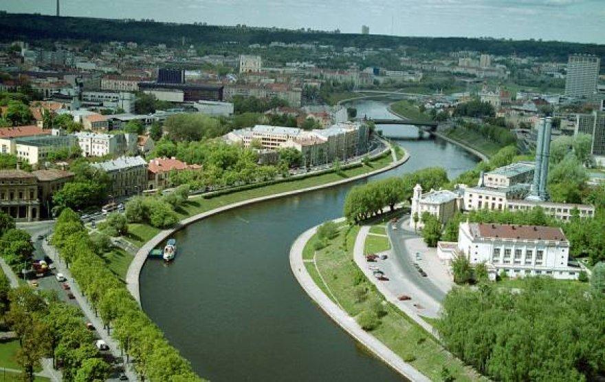 """Prieš dešimtmetį šioje vietoje dar buvo """"Žalgirio"""" baseinas, o Karaliaus Mindaugo tiltą tik planavo statyti."""