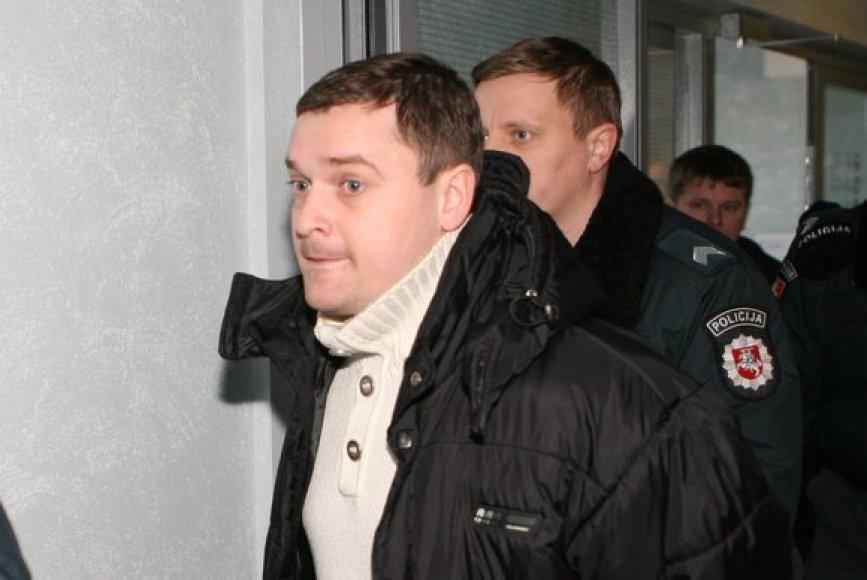 A.Urbonas atvežtas į teismą