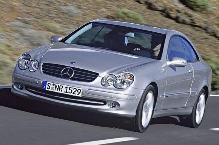 """Per gaisrą smarkiai apdegė toks kaip šis automobilis """"Mercedes"""""""
