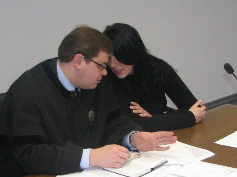"""Naujasis L.Stankūnaitės advokatas nėra naujokas teismų salėse. Pavyzdžiui, dar 2006 metais V.Vasilionokas bandė padėti garsiam buvusios """"Vilniaus brigados"""" nariui Igoriui Achremovui lygtinai išeiti į laisvę."""
