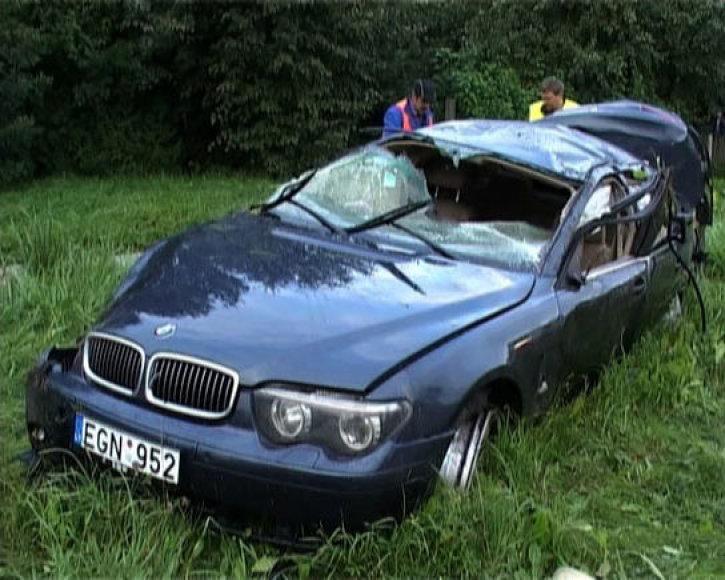 Ekspertai nustatė, kad prieš avariją šio BMW vairuotojas kone dvigubai viršijo leistiną greitį.