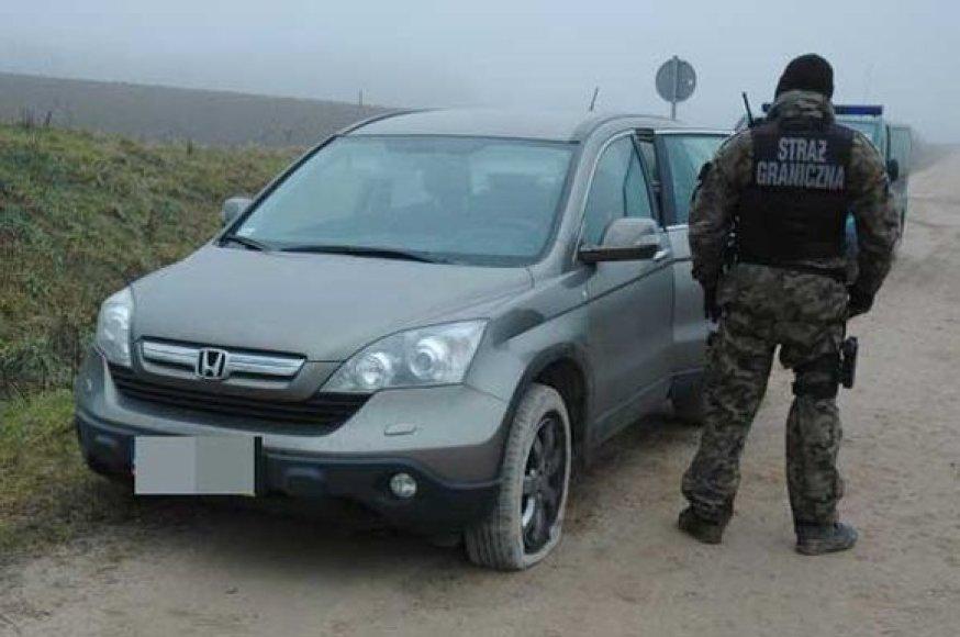 """Lietuvoje sulaikytas Lenkijoje vogtas visureigis """"Honda CR-V""""."""