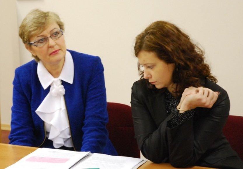 Generalinės prokuratūros Personalo skyriaus vyriausioji prokurorė Danutė Blažienė (kairėje) su padėjėja Gintare Bliujiene.