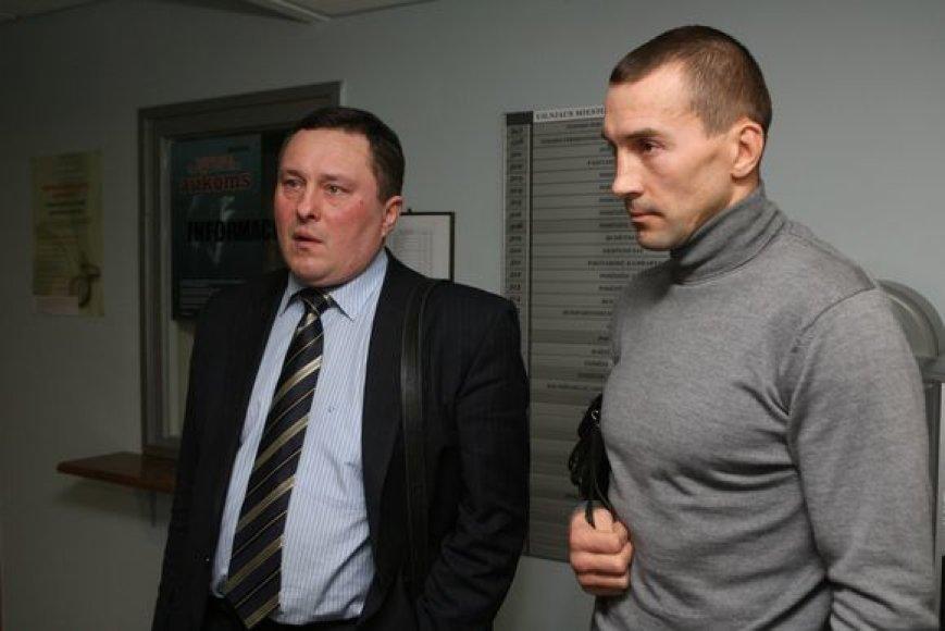 ValentinasGalubovskis (dešinėje) ir jo advokatas