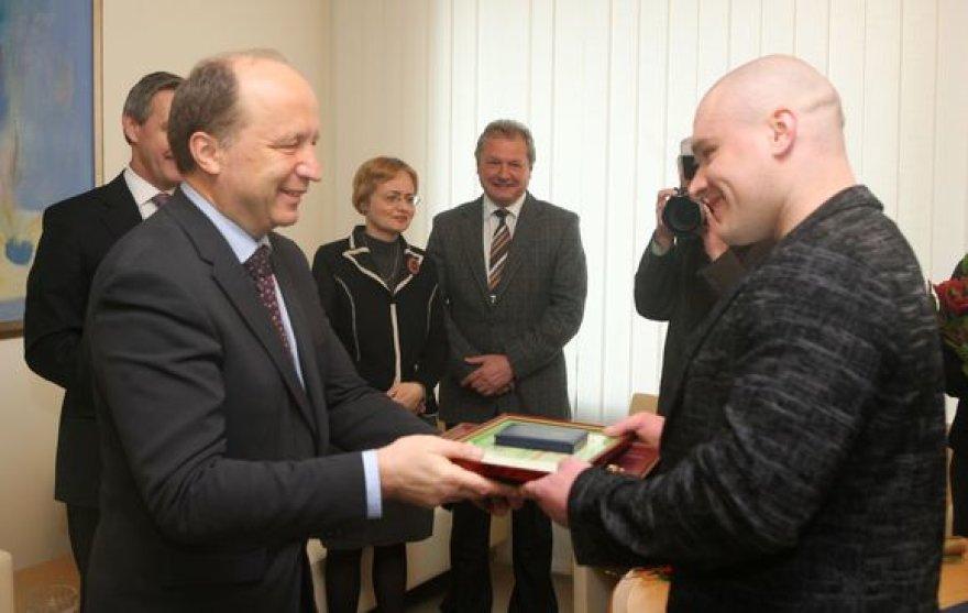 R.Vyšniauską ir M.Ežerskį apdovanojo šalies premjeras A.Kubilius