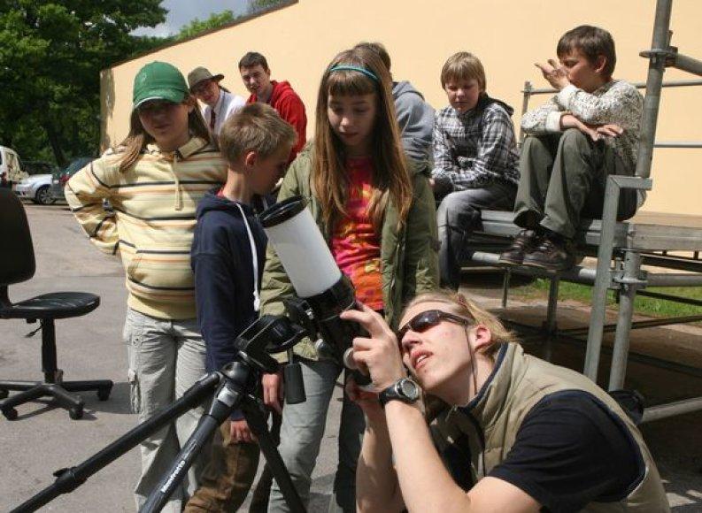 Visą savaitgalį Sereikiškių parke šurmuliuos vilniečiai – čia prasidėjęs Vaikų kūrybos festivalis gera nuotaika ir naujomis žiniomis užkrės visus, kurie dar neprarado vaikiško atradimo džiaugsmo.