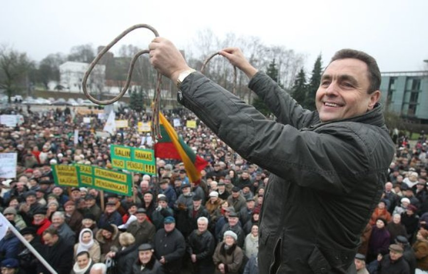 Gruodžio 10 d. prie Vilniaus Sporto rūmų įvyko protesto mitingas. Mitingą organizavo Lietuvos pagyvenusių žmonių asociacija, prie jo prisidėjo ir Pensininkų partija.