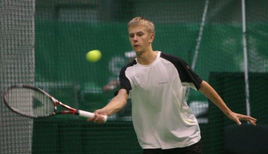 Lukui Mugevičiui Lietuvos teniso rinktinėje vadovaus jo tėvas Rimvydas Mugevičius.