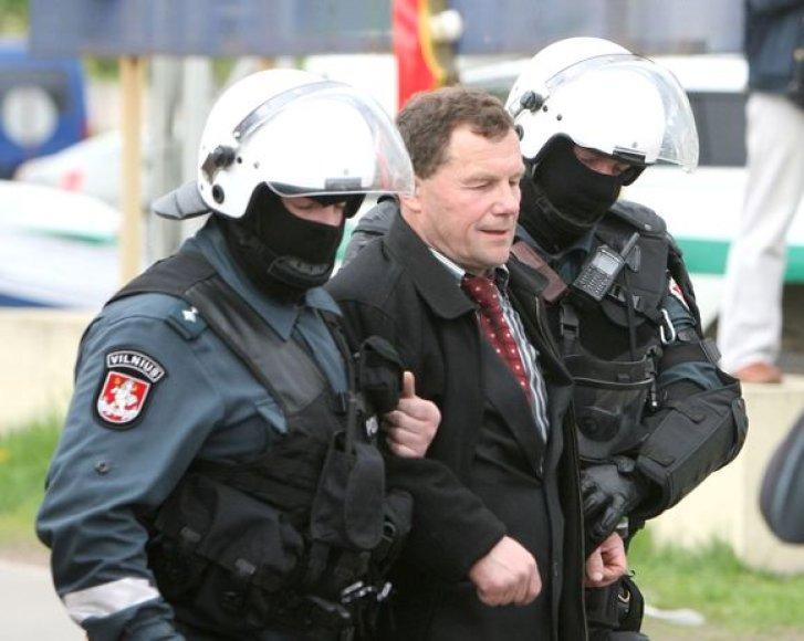 Policininkai Seimo narį Kazį Uoką bando išvesti iš uždaros teritorijos
