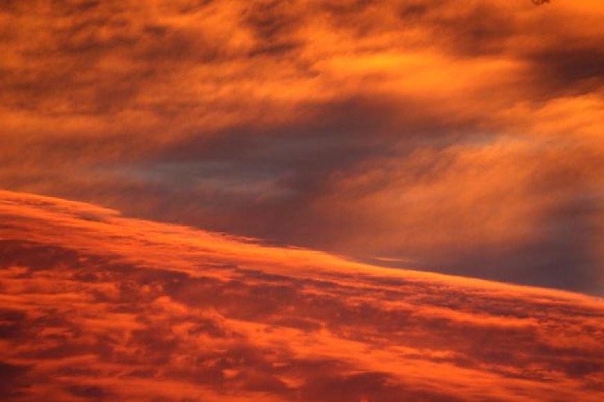 Pirmadienio vakarą Vilniuje – liepsnos iš dangaus