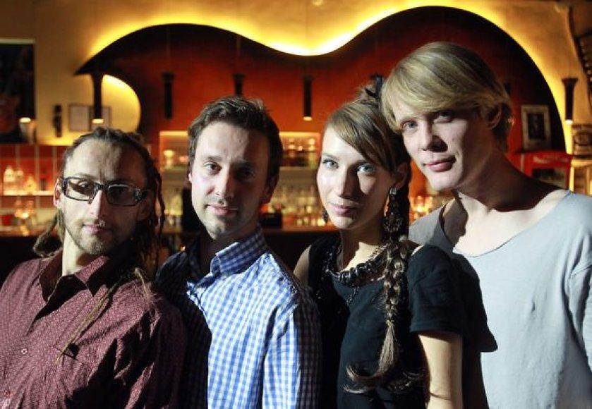 """Grupė """"KeyMono"""" (iš kairės): Alvydas Mačiulskas, vadybininkas Ištvan Tomaš, Daiva Starinskaitė ir Aurimas Rimeikis"""