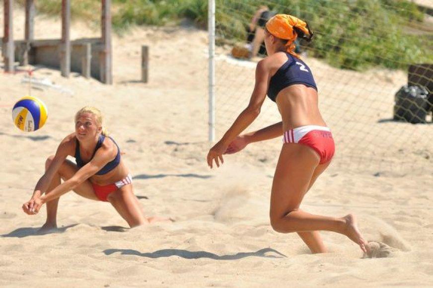 Lietuvos moterų paplūdimio tinklinio čempionato antrojo etapo turnyro akimirka
