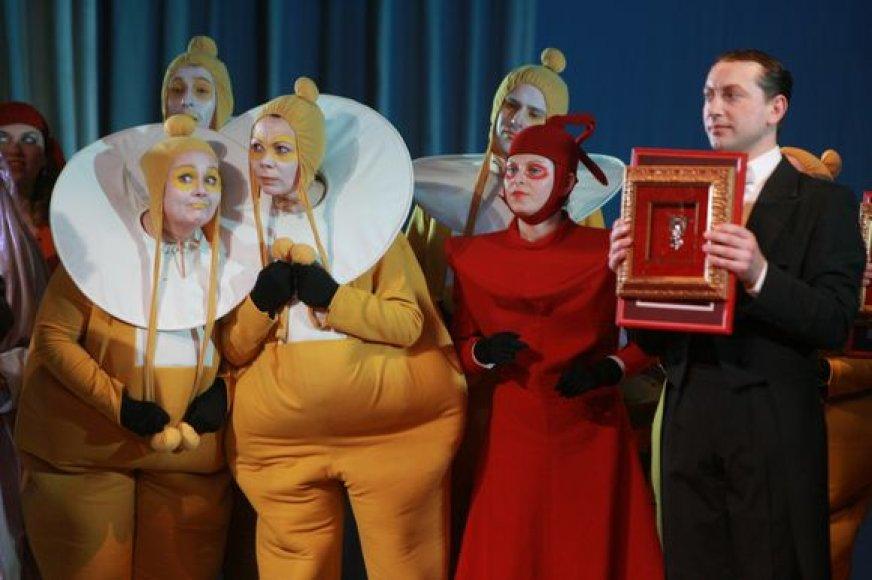 """""""Padėkos kaukė"""", sumanyta Pilies teatro režisieriaus Alvydo Vizgirdo, tapo tradiciniu renginiu Klaipėdoje."""