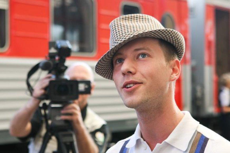 Sasha Son(g) iškeliauja į Maskvą.