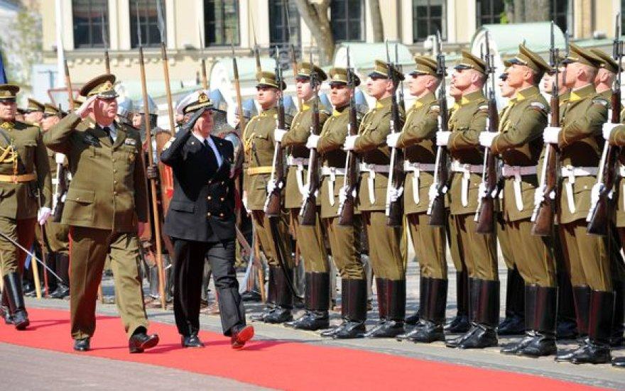 Lietuvoje lankosi NATO karinio komiteto pirmininkas admirolas Giampaolo Di Paola.