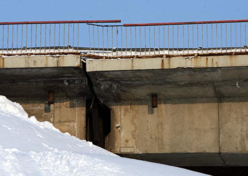 Manoma, kad pasislinko senoji Kleboniškio tilto dalis.