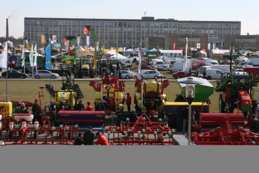 Parodos dalyviai pakvietė žemės ūkio technikos gamintojų atstovus iš Vokietijos, Suomijos, Prancūzijos, Italijos, Danijos, Brazilijos.