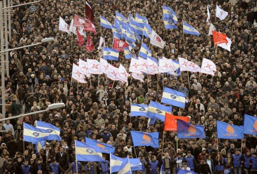 Pirmadienį Tbilisyje į mitingą rinkosi tūkstančiai žmonių.