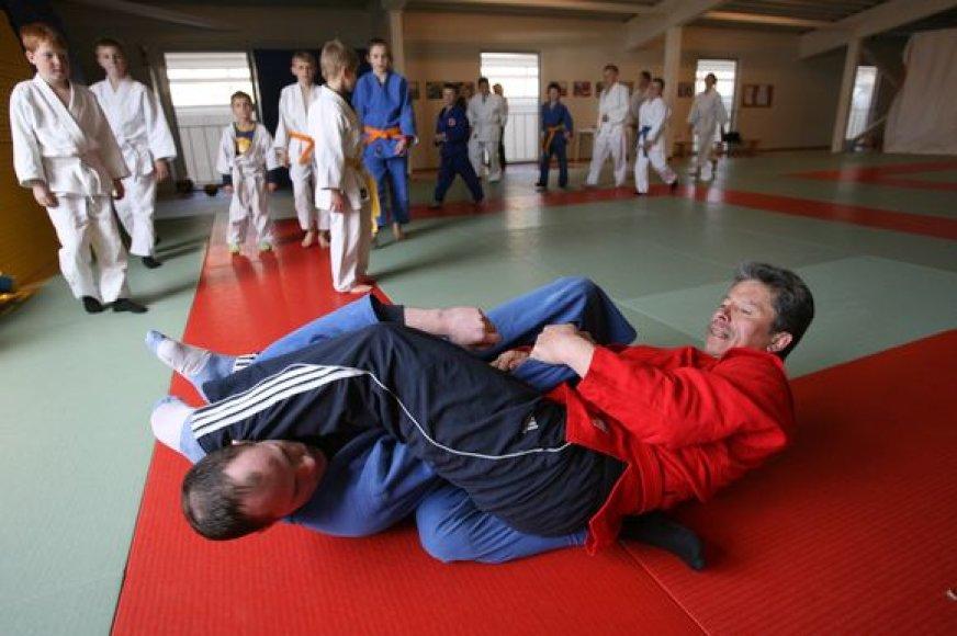 Besiruošdamas pasaulio dziudo veteranų čempionatui vilnietis J.Dumbauskas finansinės pagalbos nusprendė paprašyti ir iš Savivaldybės.